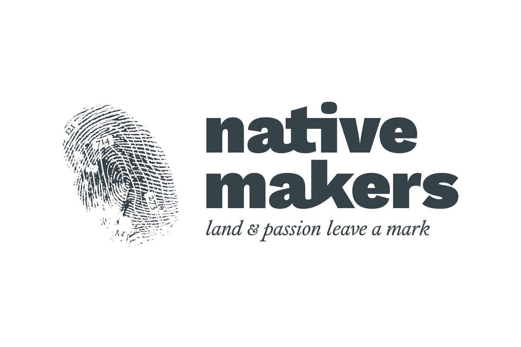Il logo di Native Makers: un impronta che si sovrappone ad una isoipsa